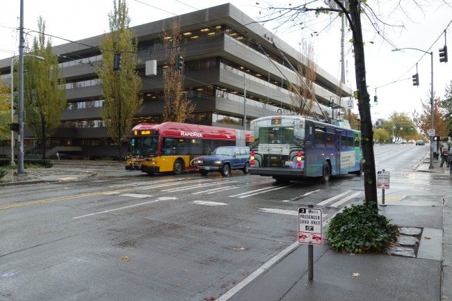 King County Metro RapidRide D and Route 2 on Broad St